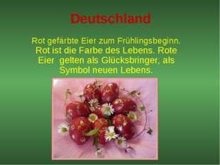 Deutschland Rot gefärbte Eier zum Frühlingsbeginn. Rot ist die Farbe des Lebe