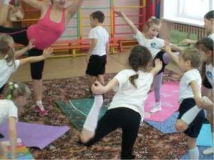 Поза танцовщицы. Укрепляет ноги, растягивает плечи, грудь, руки, бёдра. Учит