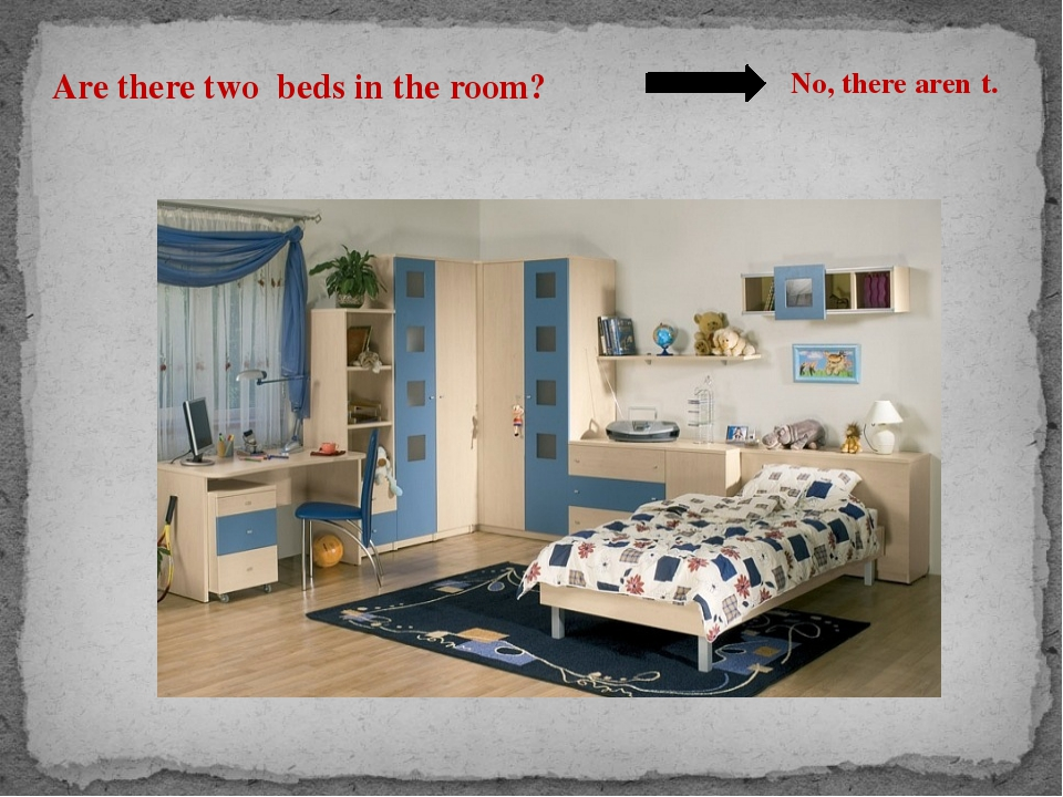 Are there two beds in the room? No, there aren΄t.