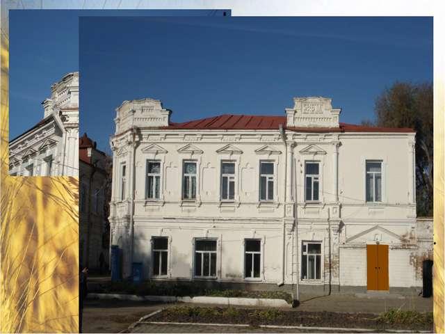 Здание школы искусств – Дом купца Моркова. На красивом двухэтажном здании вы...