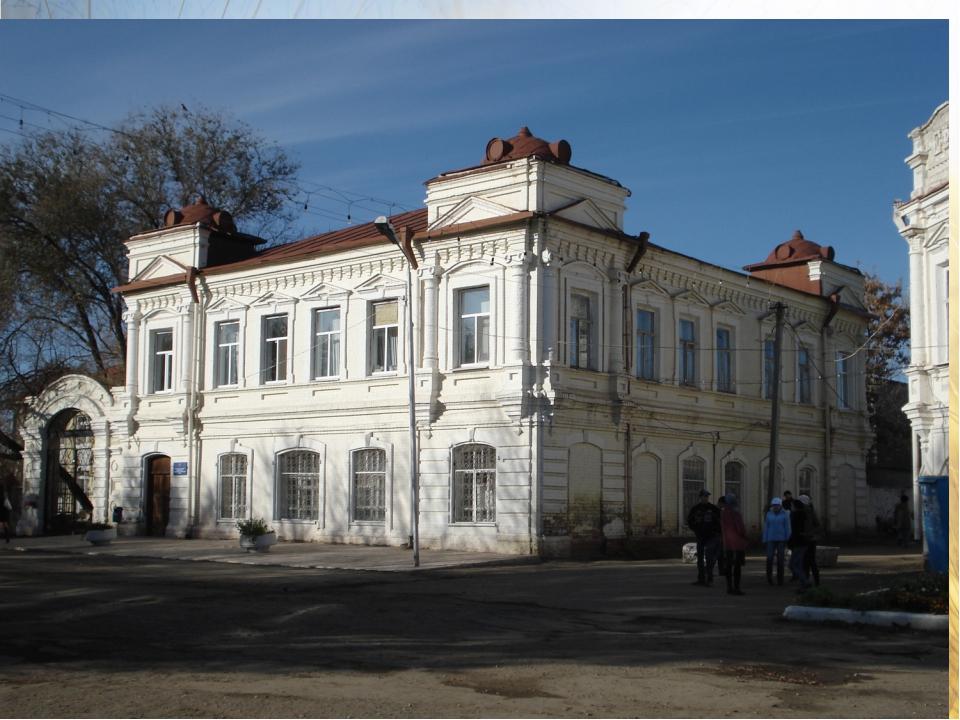 Здание Управления образования, дом скотовладельца Колтунова Н.Н. В 1919 году...