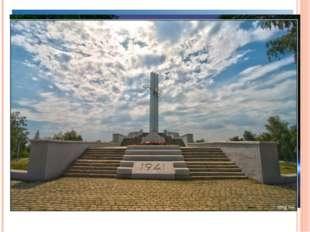 Парк Победы создан для увековечивания памяти героев. Здесь царит сдержанная,